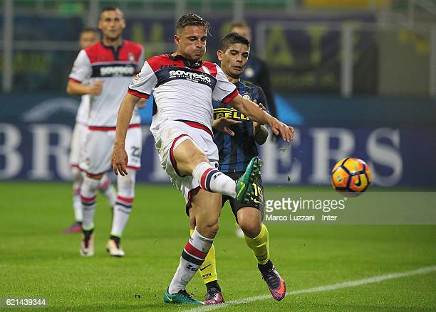 Ever Banega of FC Internazionale in action during the Serie A match between FC Internazionale and FC Crotone at Stadio Giuseppe Meazza on November 6...