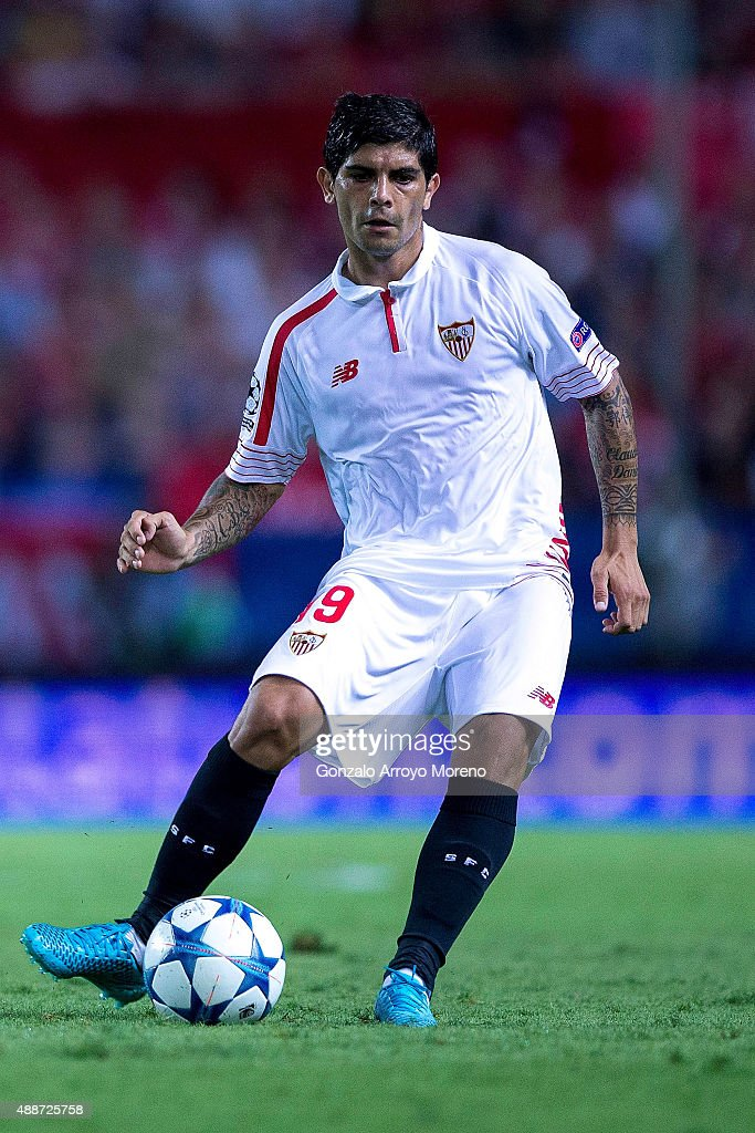 <a gi-track='captionPersonalityLinkClicked' href=/galleries/search?phrase=Ever+Banega&family=editorial&specificpeople=4100796 ng-click='$event.stopPropagation()'>Ever Banega</a> of Sevilla FC controls the ball during the UEFA Champions League Group D match between Sevilla FC and VfL Borussia Monchengladbach at Estadio Ramon Sanchez Pizjuan on September 15, 2015 in Seville, Spain.