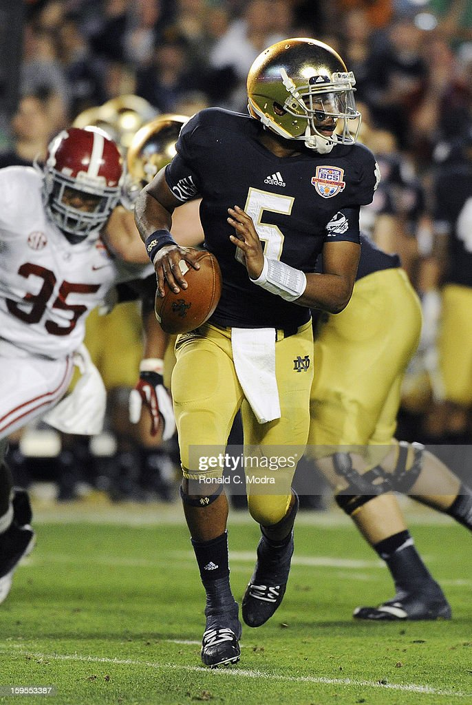 Everett Golson #5 of the Notre Dame Fighting Irish looks for a receiver against the Alabama Crimson Tide during the 2013 Discover BCS National Championship Game at Sun Life Stadium on January 7, 2013 in Miami Gardens, Florida.