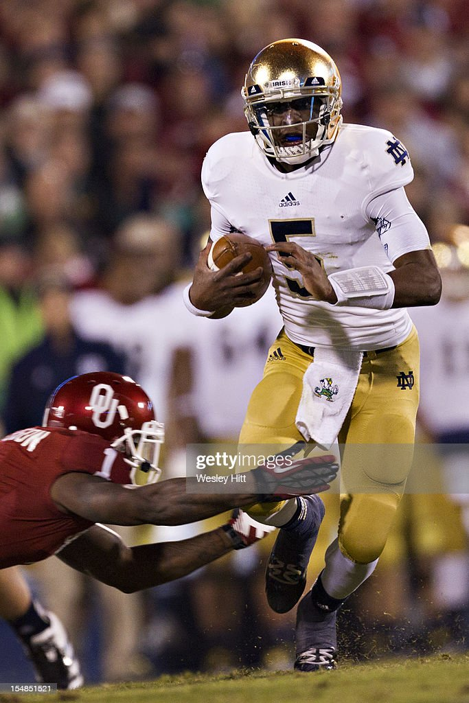 <a gi-track='captionPersonalityLinkClicked' href=/galleries/search?phrase=Everett+Golson&family=editorial&specificpeople=9688386 ng-click='$event.stopPropagation()'>Everett Golson</a> #5 of the Notre Dame Fighting Irish runs the ball against the Oklahoma Sooners at Gaylord Family Oklahoma Memorial Stadium on October 27, 2012 in Norman, Oklahoma. The Fighting Irish defeated the Sooners 30-13.