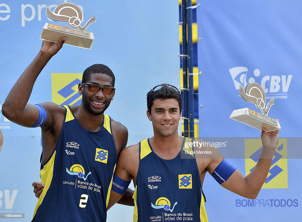 Everton and Vitor take the third place of the 6th round of Banco do Brasil Beach Volleyball Circuit at Copacabana Beach on December 09, 2012 in Rio de Janeiro, Brazil.