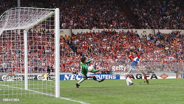 Everton defender Kevin Ratcliffe looks on as Liverpool striker Ian Rush scores the third goal past Everton goalkeeper Bobby Mimms during the 1986 FA...
