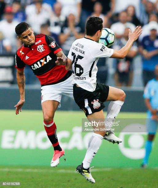 Everton L0 of Flamengo and Rodriguinho of Corinthians in action during the match between Corinthians and Flamengo for the Brasileirao Series A 2017...