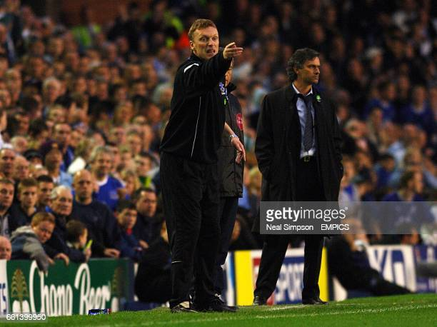 Everton manager David Moyes gestures to his players as Chelsea boss Jose Mourinho looks on