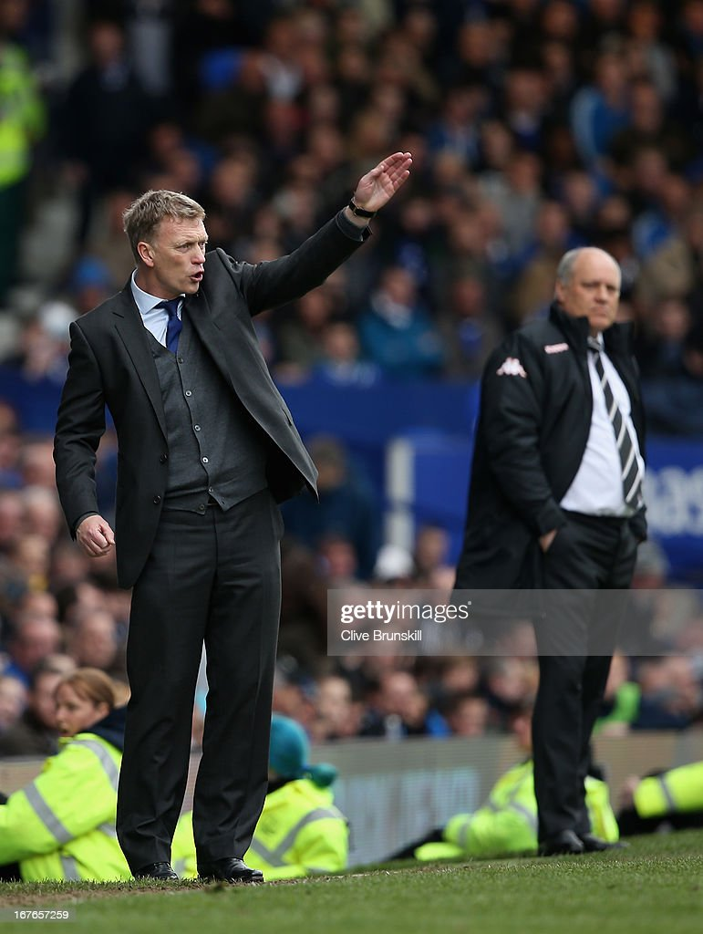 Everton manager <a gi-track='captionPersonalityLinkClicked' href=/galleries/search?phrase=David+Moyes&family=editorial&specificpeople=215482 ng-click='$event.stopPropagation()'>David Moyes</a> gives instructions to his team as Fulham manager <a gi-track='captionPersonalityLinkClicked' href=/galleries/search?phrase=Martin+Jol&family=editorial&specificpeople=215368 ng-click='$event.stopPropagation()'>Martin Jol</a> looks on during the Barclays Premier League match between Everton and Fulham at Goodison Park on April 27, 2013 in Liverpool, England.