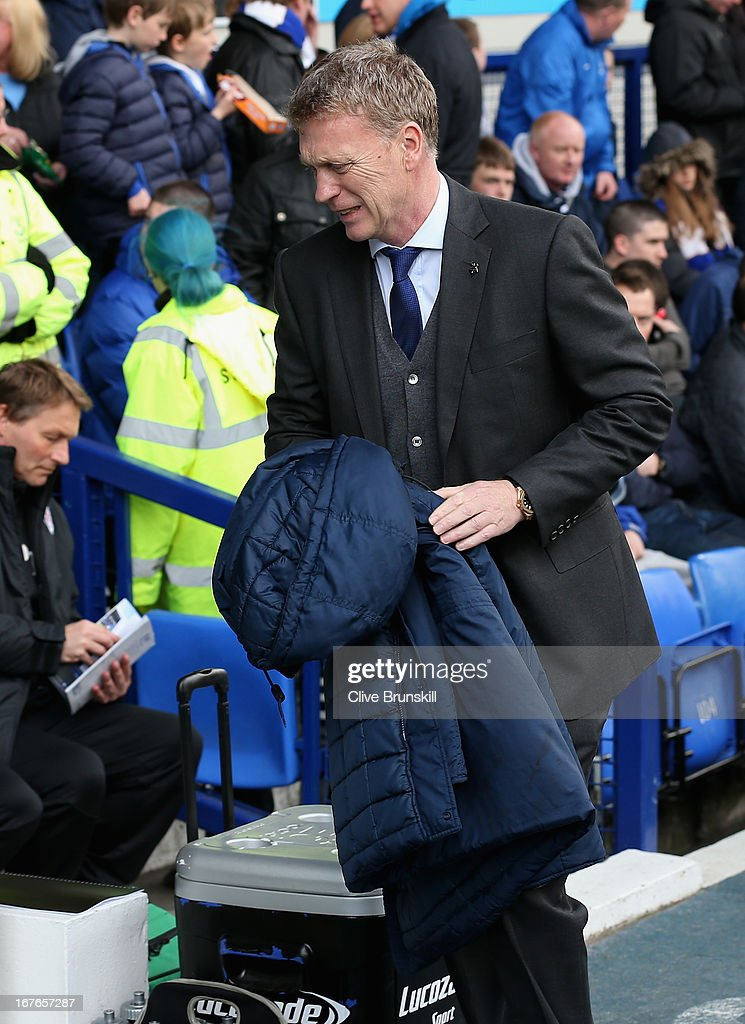 Everton manager <a gi-track='captionPersonalityLinkClicked' href=/galleries/search?phrase=David+Moyes&family=editorial&specificpeople=215482 ng-click='$event.stopPropagation()'>David Moyes</a> prior to kick off during the Barclays Premier League match between Everton and Fulham at Goodison Park on April 27, 2013 in Liverpool, England.