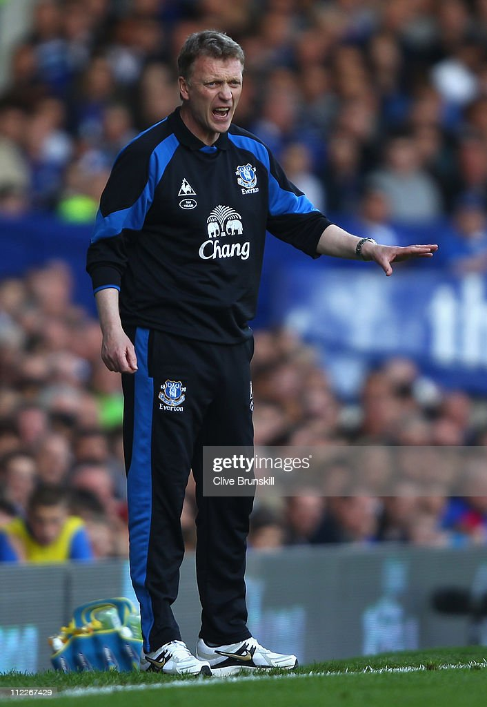 Everton manager David Moyes shouts instructions to his team during the Barclays Premier League match between Everton and Blackburn Rovers at Goodison Park on April 16, 2011 in Liverpool, England.