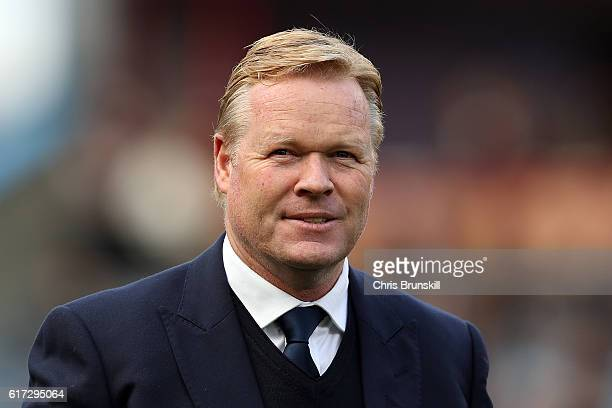 Everton manager Ronald Koeman looks on during the Barclays Premier League match between Burnley and Everton on October 22 2016 in Burnley England