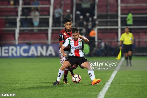 Everton of Brazilian Flamengo fights for the ball with Diego Torres of Chilean Palestino during a Copa Sudamericana 2017 football match at Ilha do...
