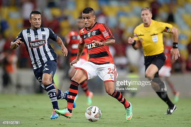 Everton of Flamengo battles for the ball against Pedro Quinonez of Emelec during a match between Flamengo and Emelec as part of Copa Bridgestone...