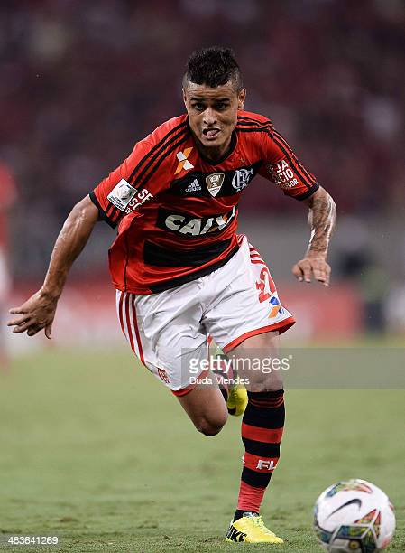 Everton of Flamengo battles for the ball during a match between Flamengo and Leon as part of Copa Bridgestone Libertadores 2014 at Maracana Stadium...