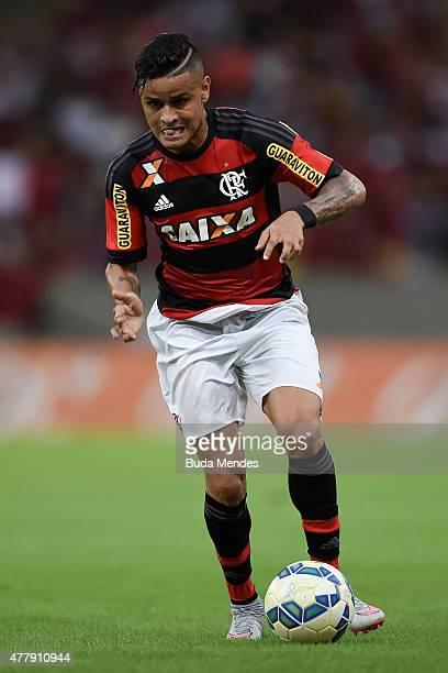 Everton of Flamengo controls the ball during a match between Flamengo and Atletico Mineiro as part of Brasileirao Series A 2015 at Maracana Stadium...