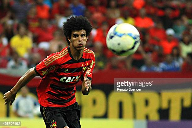 Everton Pascoa of Sport Recife in action during the the Brasileirao Series A 2014 match between Sport Recife and Flamengo at Arena Pernambuco on...