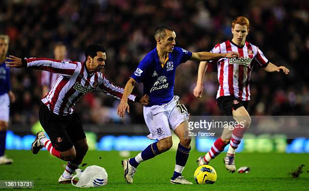 Everton player Leon Osman see's off Sunderland players Kieran Richardson and Jack Colback during the Barclays Premier League match between Sunderland...