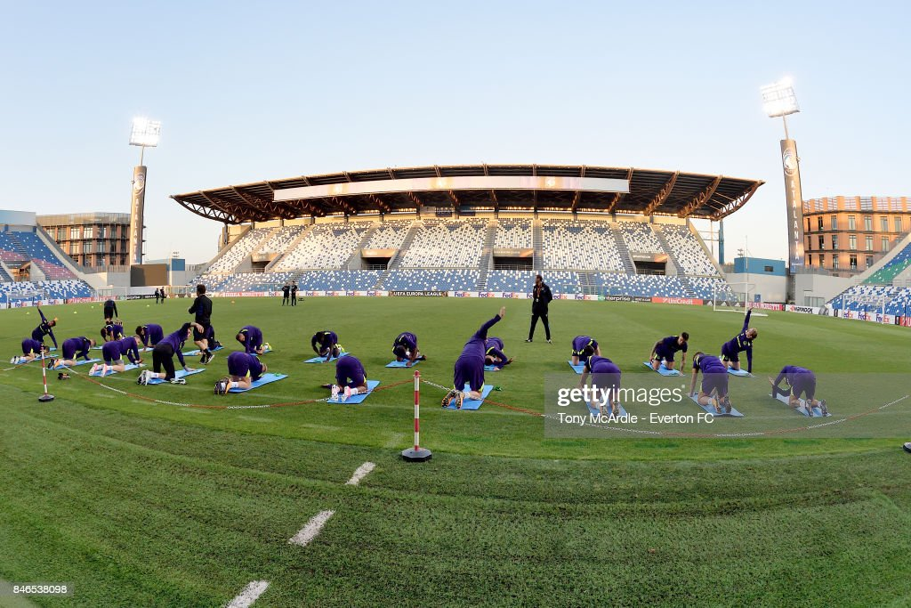 Everton players warm up during an Everton training session on the eve of their UEFA Europa League group E match against Atalanta, at Mapei Stadium on September 13, 2017 in Reggio nell'Emilia, Italy.