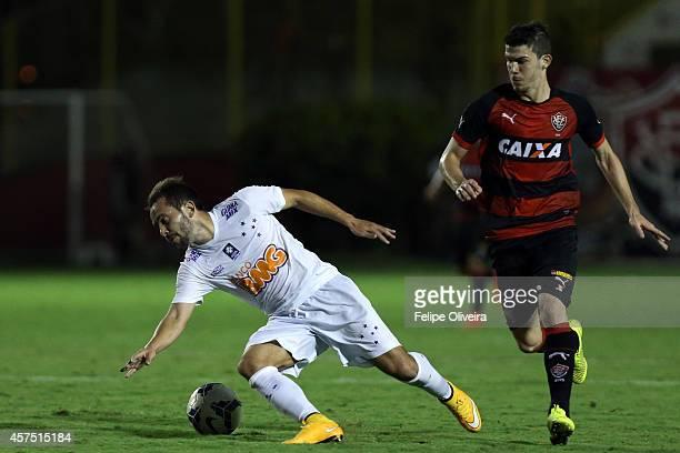 Everton Ribeiro of Cruzeiro battles for the ball with Luiz Gustavo of Vitoria during the match between Vitoria and Cruzeiro as part of Brasileirao...