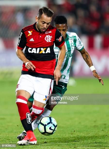 Everton Ribeiro of Flamengo struggles for the ball with Tche Tche of Palmeiras during a match between Flamengo and Palmeiras as part of Brasileirao...