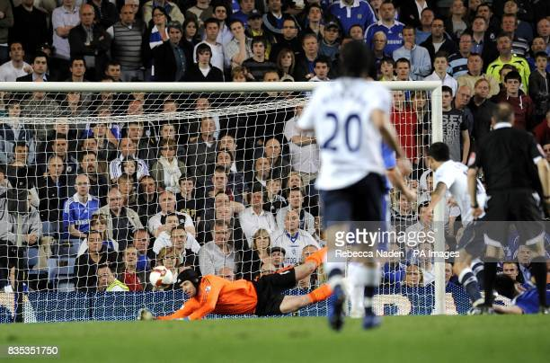 Everton' Tim Cahill forces Chelsea's Petr Cech into a diving save