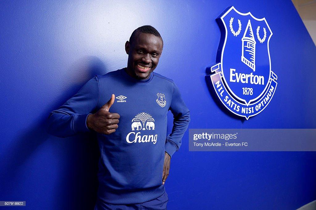 Everton Unveil New Signing Oumar Niasse