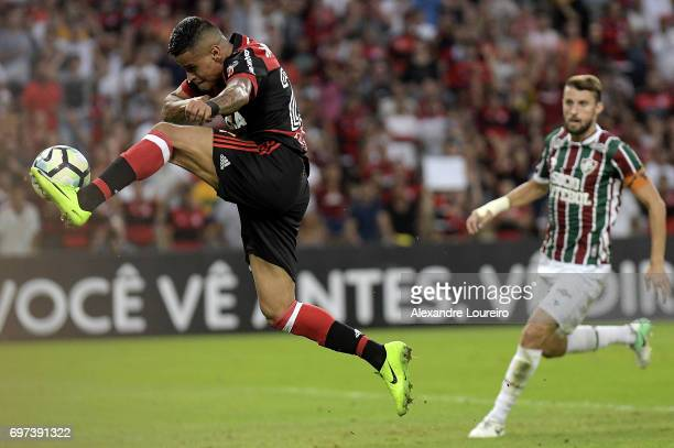 Everton of Flamengo in action during the match between Fluminense and Flamengo as part of Brasileirao Series A 2017 at Maracana Stadium on June 18...