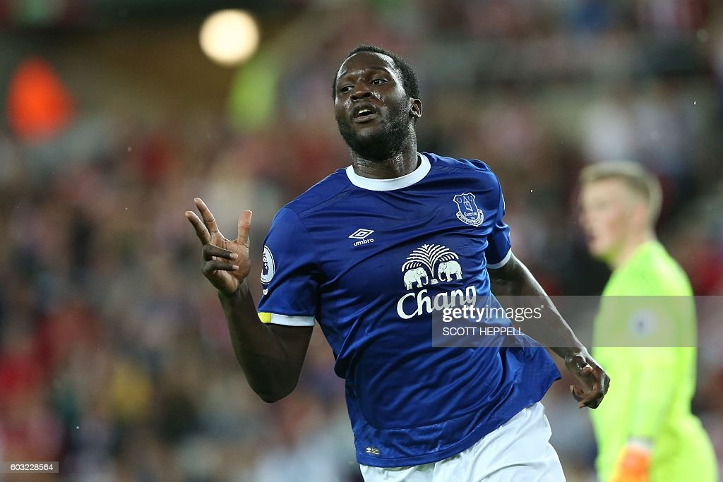 Everton's Belgian striker Romelu Lukaku celebrates scoring his team's third goal during the English Premier League football match between Sunderland and Everton at the Stadium of Light in Sunderland, north-east England on September 12, 2016. / AFP / SCOTT HEPPELL / RESTRICTED TO EDITORIAL USE. No use with unauthorized audio, video, data, fixture lists, club/league logos or 'live' services. Online in-match use limited to 75 images, no video emulation. No use in betting, games or single club/league/player publications. /