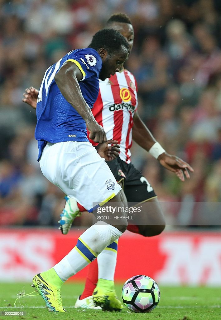 Everton's Belgian striker Romelu Lukaku (L) scores his team's thrid goal during the English Premier League football match between Sunderland and Everton at the Stadium of Light in Sunderland, north-east England on September 12, 2016. / AFP / SCOTT HEPPELL / RESTRICTED TO EDITORIAL USE. No use with unauthorized audio, video, data, fixture lists, club/league logos or 'live' services. Online in-match use limited to 75 images, no video emulation. No use in betting, games or single club/league/player publications. /