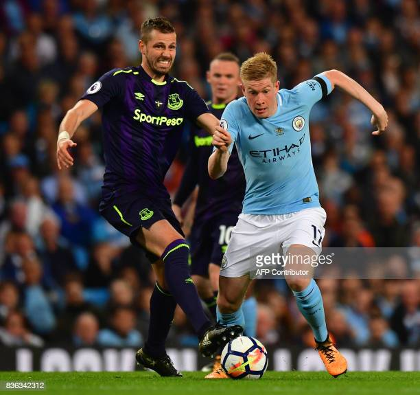 Everton's English defender Phil Jagielka vies with Manchester City's Belgian midfielder Kevin De Bruyne during the English Premier League football...