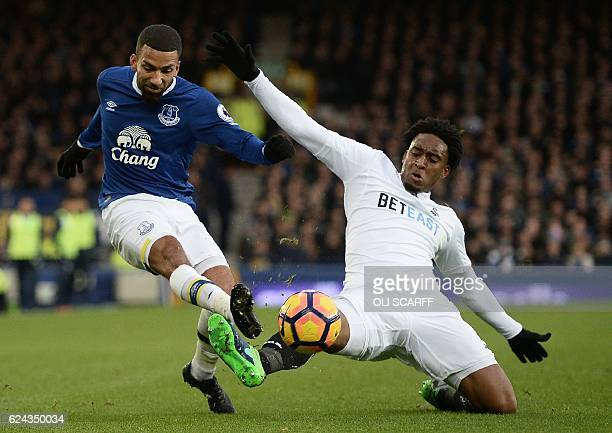 Everton's English midfielder Aaron Lennon tries to cross past Swansea City's Dutch midfielder Leroy Fer during the English Premier League football...