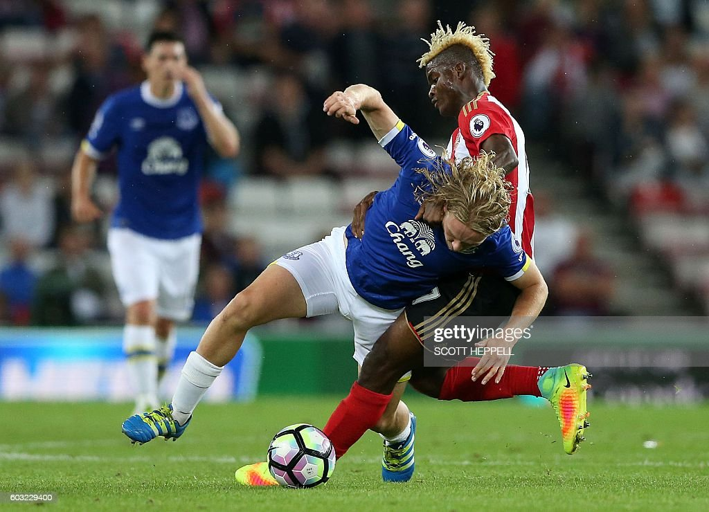 TOPSHOT - Everton's English midfielder Tom Davies (L) vies with Sunderland's Gabonese midfielder Didier N'Dong during the English Premier League football match between Sunderland and Everton at the Stadium of Light in Sunderland, north-east England on September 12, 2016. / AFP / SCOTT HEPPELL / RESTRICTED TO EDITORIAL USE. No use with unauthorized audio, video, data, fixture lists, club/league logos or 'live' services. Online in-match use limited to 75 images, no video emulation. No use in betting, games or single club/league/player publications. /