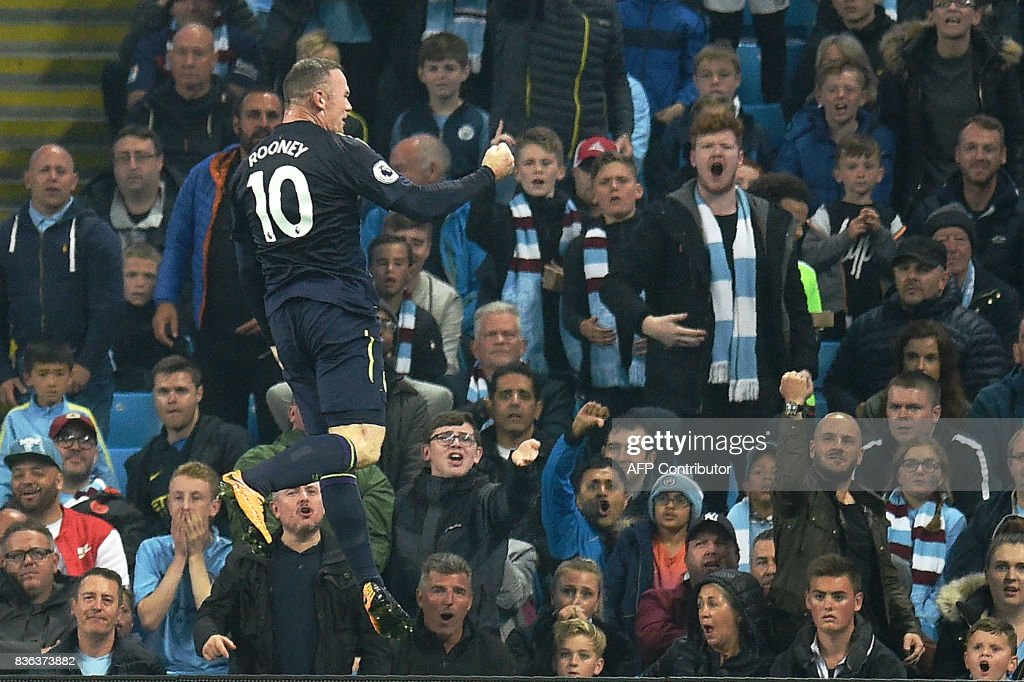 TOPSHOT - Everton's English striker Wayne Rooney celebrates scoring his team's goal during the English Premier League football match between Manchester City and Everton at the Etihad Stadium in Manchester, north west England, on August 21, 2017. / AFP PHOTO / Oli SCARFF / RESTRICTED TO EDITORIAL USE. No use with unauthorized audio, video, data, fixture lists, club/league logos or 'live' services. Online in-match use limited to 75 images, no video emulation. No use in betting, games or single club/league/player publications. /