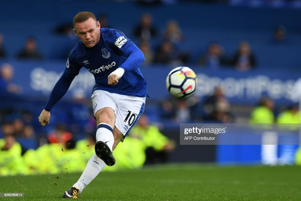 TOPSHOT - Everton's English striker Wayne Rooney crosses the ball during the English Premier League football match between Everton and Burnley at Goodison Park in Liverpool, north west England on October 1, 2017. Burnley won the game 1-0. / AFP PHOTO / Paul ELLIS / RESTRICTED TO EDITORIAL USE. No use with unauthorized audio, video, data, fixture lists, club/league logos or 'live' services. Online in-match use limited to 75 images, no video emulation. No use in betting, games or single club/league/player publications. /
