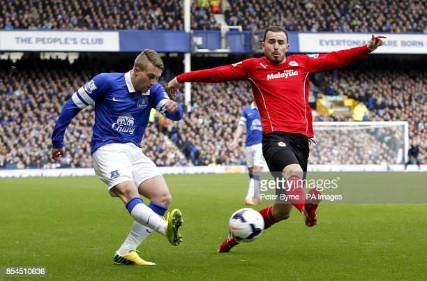 Everton's Gerard Deulofeu and Cardiff City's Jordon Mutch battle for the ball