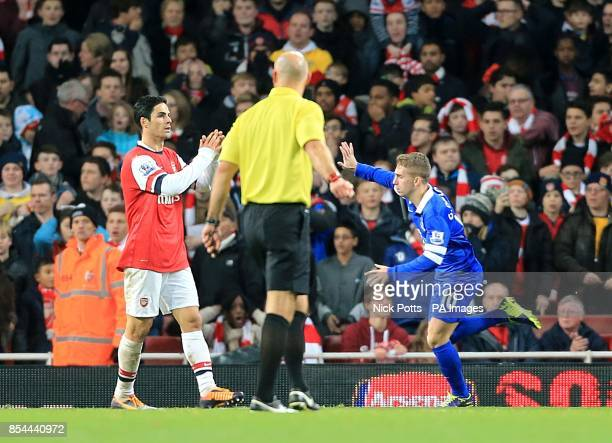 Everton's Gerard Deulofeu celebrates scoring their first goal of the game