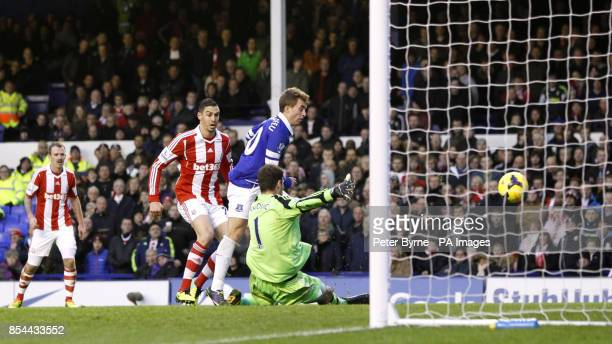 Everton's Gerard Deulofeu scores his side's first goal of the game during the Barclays Premier League match at Goodison Park Liverpool