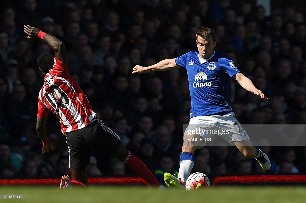 Everton's Irish defender Seamus Coleman (R) vies with Southampton's Senegalese midfielder Sadio Mane during the English Premier League football match between Everton and Southampton at Goodison Park in Liverpool, north west England on April 16, 2016. The game finished 1-1. / AFP / Paul ELLIS / RESTRICTED TO EDITORIAL USE. No use with unauthorized audio, video, data, fixture lists, club/league logos or 'live' services. Online in-match use limited to 75 images, no video emulation. No use in betting, games or single club/league/player publications. /