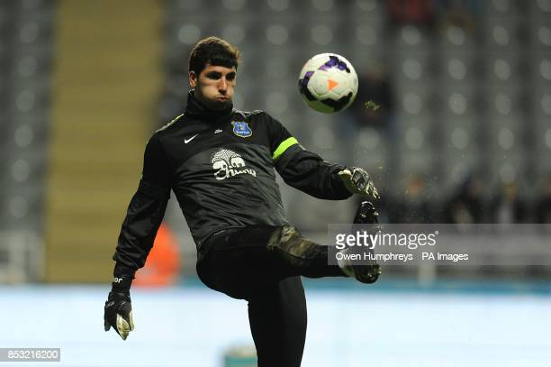 Everton's Joel Robles during the warm up