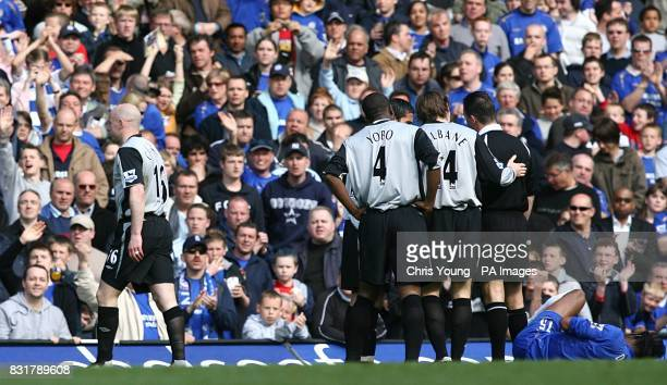Everton's Lee Carsley leaves the pitch after picking up a red card for a foul on Chelsea's Didier Drogba