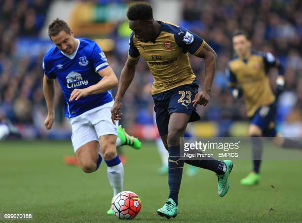 Everton's Phil Jagielka and Arsenal's Danny Welbeck battle for the ball