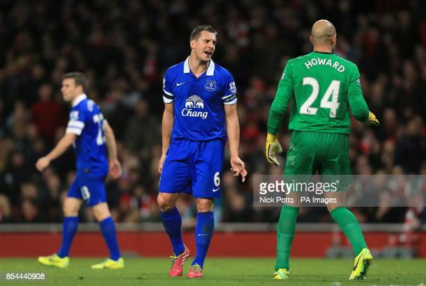 Everton's Phil Jagielka and goalkeeper Tim Howard in discussion
