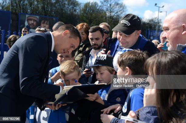 Everton's Phil Jagielka signs autographs in the players parade