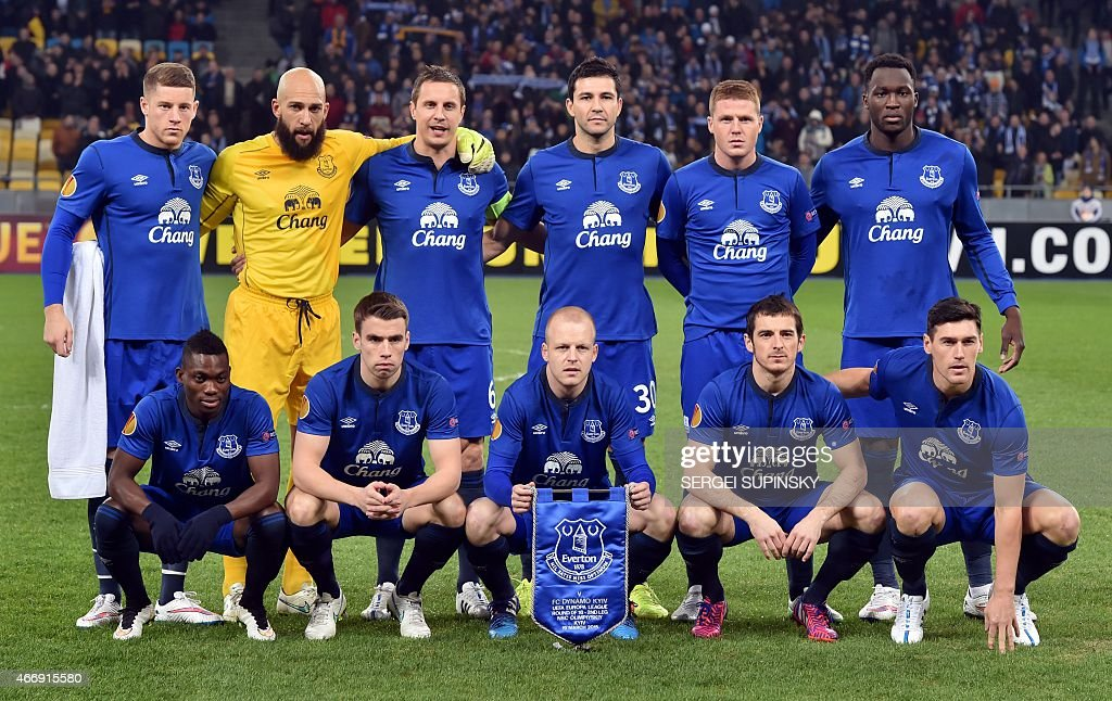 Everton's players pose ahead of the UEFA Europa League round of 16 football match between Dynamo Kiev and Everton in Kiev on March 19, 2015.