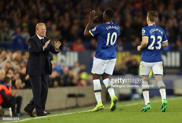Everton's Romelu Lukaku celebrates scoring against Crystal Palace with his manager Ronald Koeman