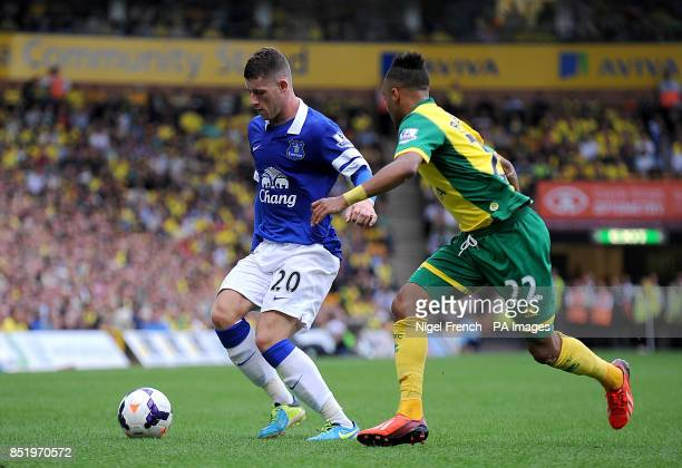 Everton's Ross Barkley and Norwich City's Nathan Redmond battle for the ball