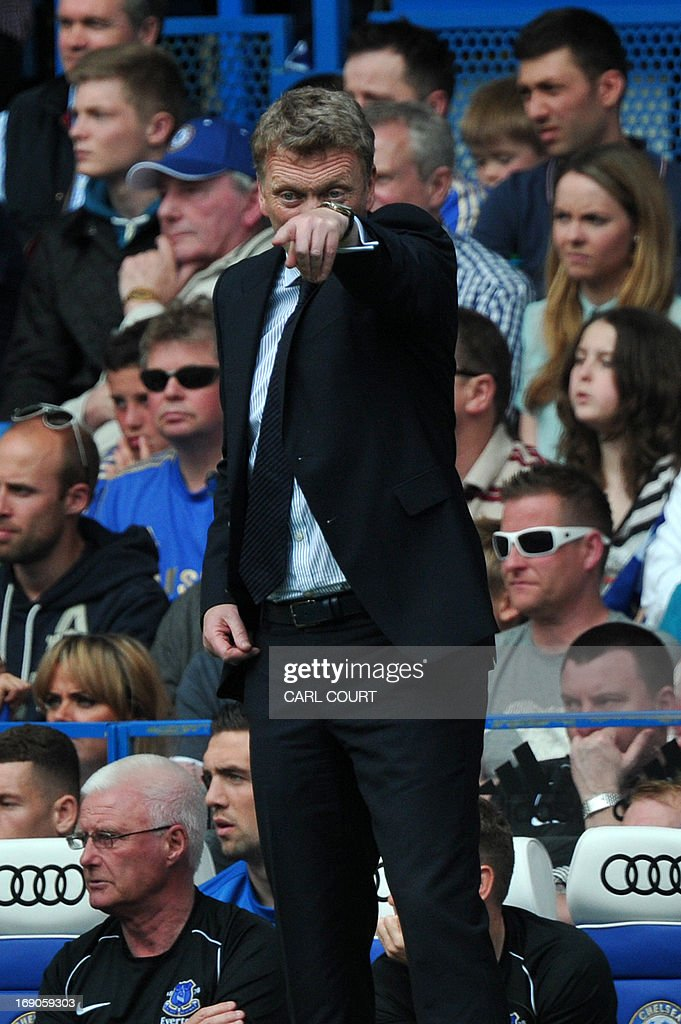 """Everton's Scottish manager David Moyes gestures from the touchline during the English Premier League football match between Chelsea and Everton at Stamford Bridge in London on May 19, 2013, his last game in charge of Everton after agreeing to manage Manchester United from the end of this season. New Manchester United manager David Moyes will get the full backing of the club's senior players when he takes over from Alex Ferguson in the summer, veteran winger Ryan Giggs has said. USE. No use with unauthorized audio, video, data, fixture lists, club/league logos or """"live"""" services. Online in-match use limited to 45 images, no video emulation. No use in betting, games or single club/league/player publications."""
