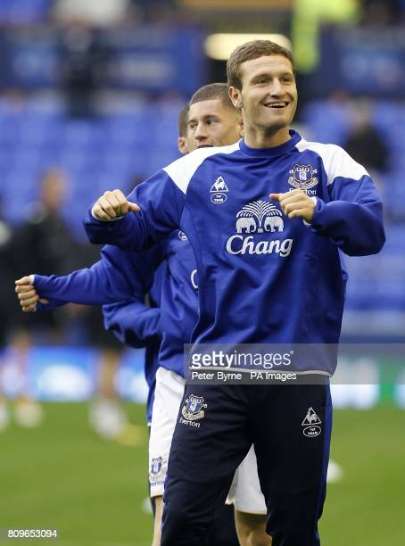 Everton's Shkodran Mustafi leads his team mates in the warm up