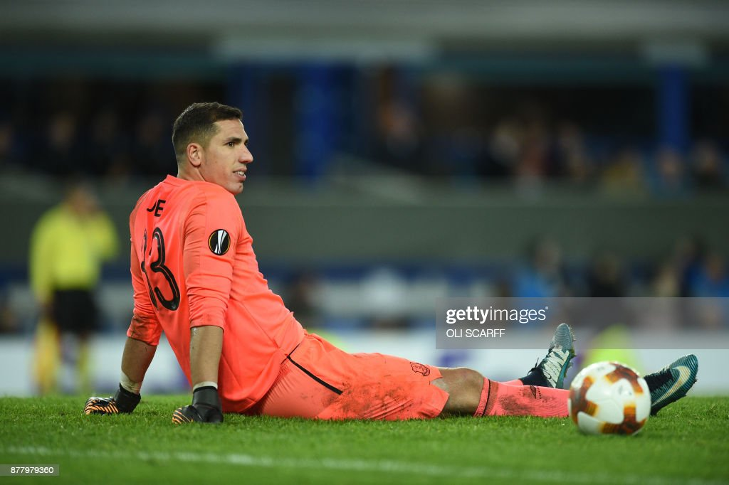 Everton's Spanish goalkeeper Joel Robles reacts after Atalanta's third goal during the UEFA Europa League Group E football match between Everton and Atalanta at Goodison Park in Liverpool, north west England on November 23, 2017. / AFP PHOTO / Oli SCARFF