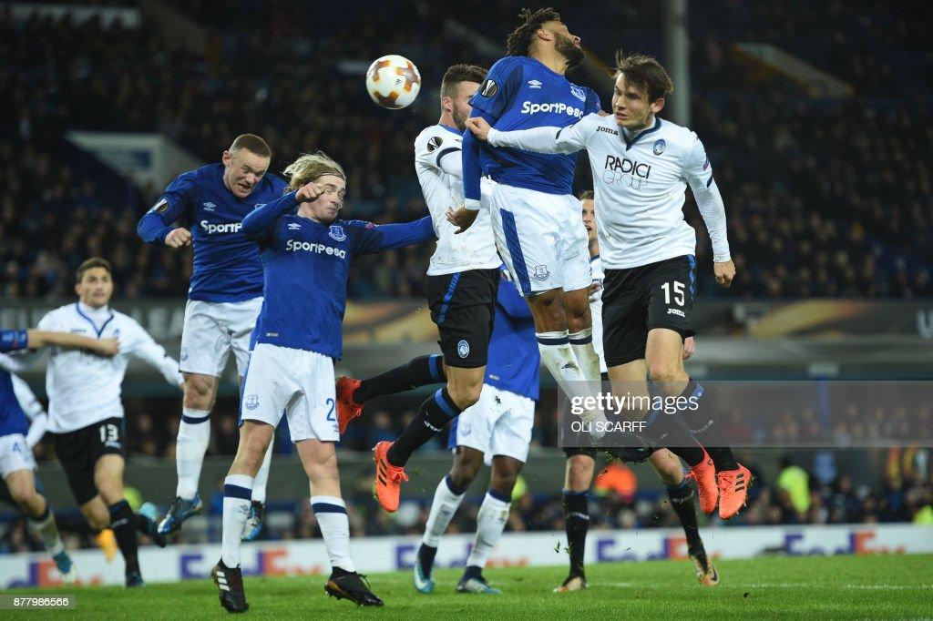 Everton's Spanish striker Sandro Ramirez (behind) scores his team's first goal during the UEFA Europa League Group E football match between Everton and Atalanta at Goodison Park in Liverpool, north west England on November 23, 2017. / AFP PHOTO / Oli SCARFF