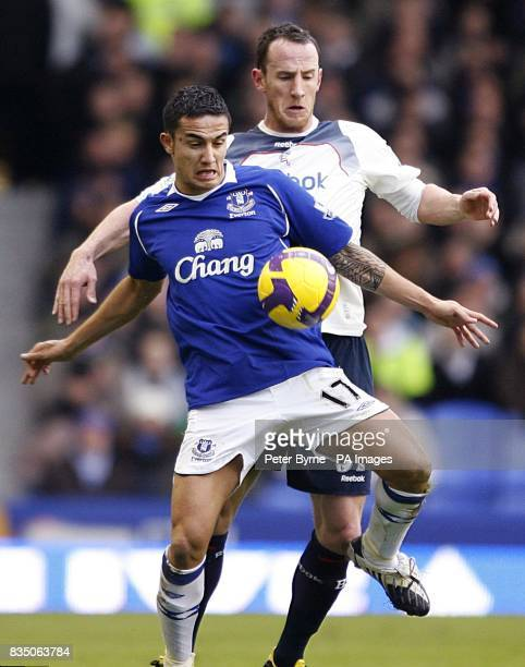 Everton's Tim Cahill keeps Bolton Wanderers' Andrew O'Brien behind him
