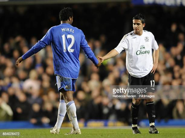Everton's Tim Cahill shakes hands with Chelsea's John Mikel Obi who leaves the pitch after being shown the red card by referee Peter Walton