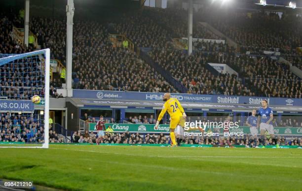 Everton's Tim Howard is beaten by West Ham United's Mauro Zarate